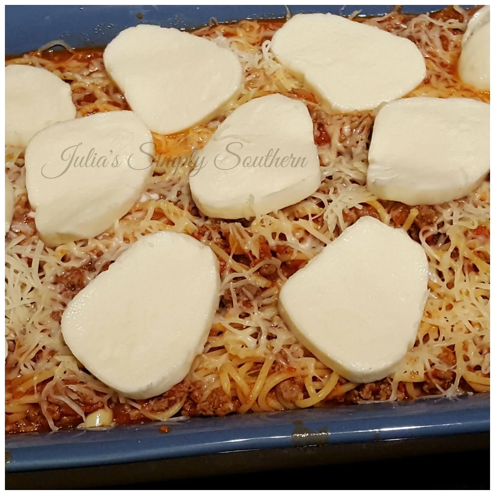 mozzarella slices ton top of baked spaghetti casserole