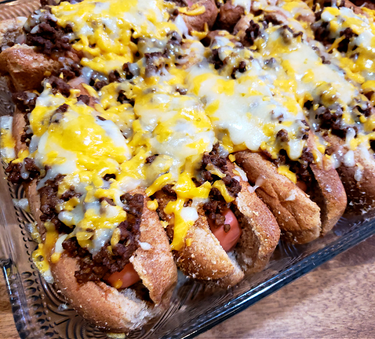 Oven baked hot dogs with Southern chili and cheese
