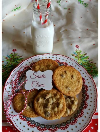 Toll House Chocolate Chip Cookies on a Christmas plate for Santa - Holiday Baking