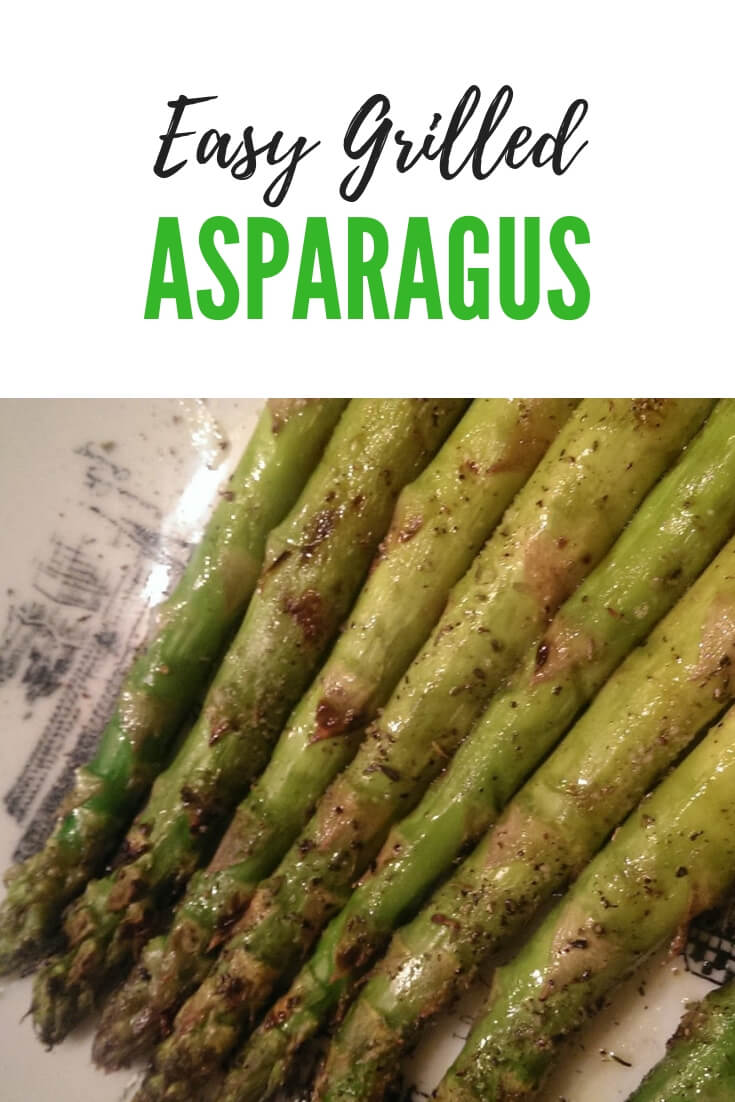 How to grill asparagus? Grilled asparagus is a delicious vegetable side dish. Seasoned and grilled, slightly tender but still with a slight crunch is perfectly delicious. #vegetable #sidedish #asparagus #grilling