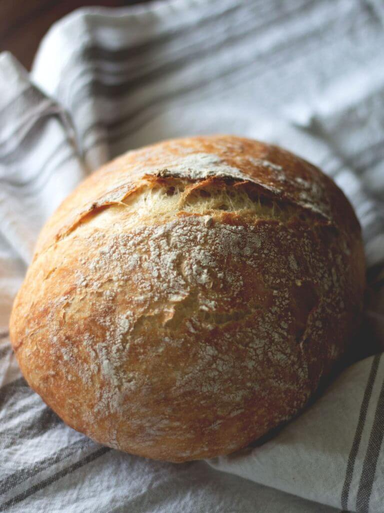 Easy no kneed homemade bread recipe